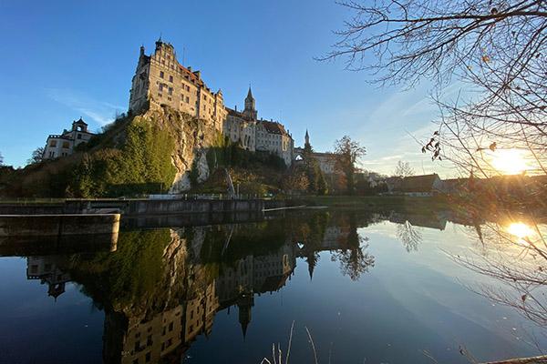 'Schloss Sigmaringen von der Donau aus