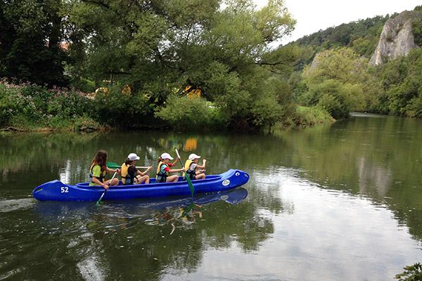 Kanutour mit Schülern auf der Donau